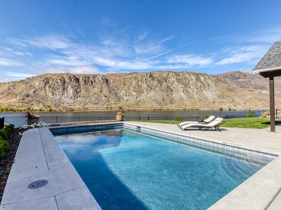 Vacation rental in Lake Chelan with outdoor pool