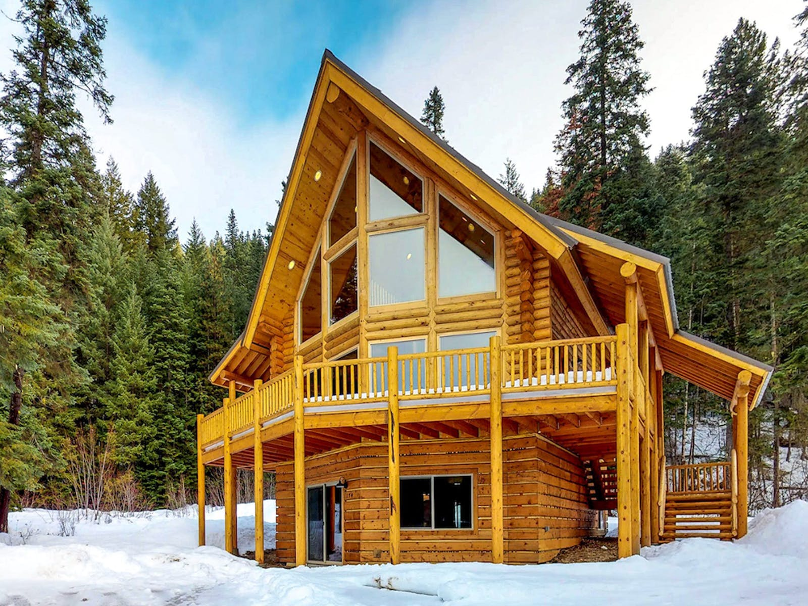 The exterior of a luxury cabin rental in Leavenworth, WA