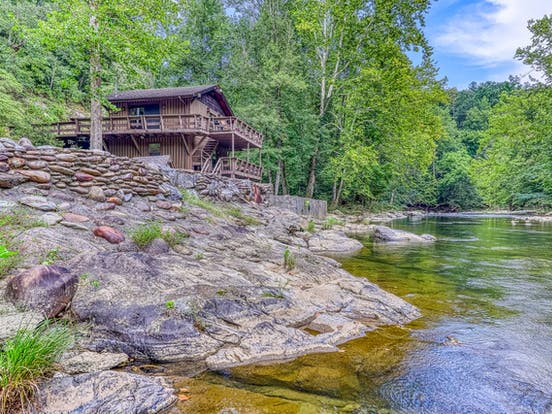 riverfront vacation rental in Pigeon Forge