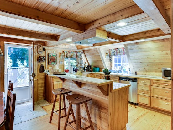 Kitchen and dining area of Rhododendron, OR a-frame cabin rental