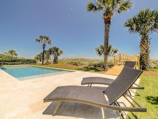 Outdoor pool in Hilton Head near the ocean