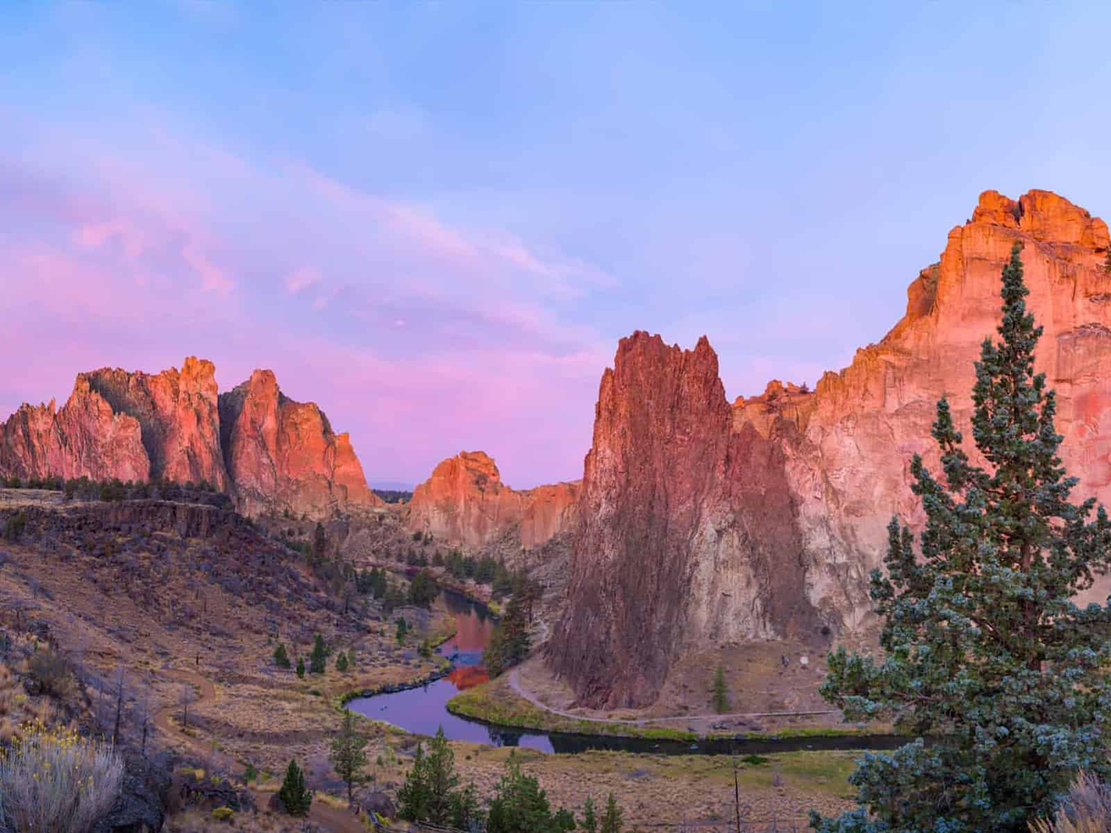 Sun setting over Smith Rock in Central Oregon