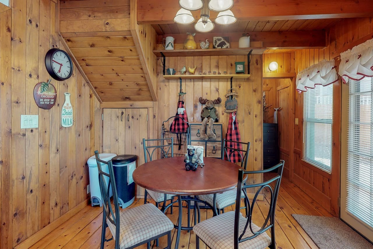 Kitchen table for four in Big Bear, CA vacation rental