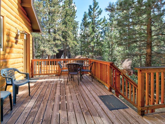 Vacation cabin with large deck with outdoor seating located in Big Bear Lake, CA