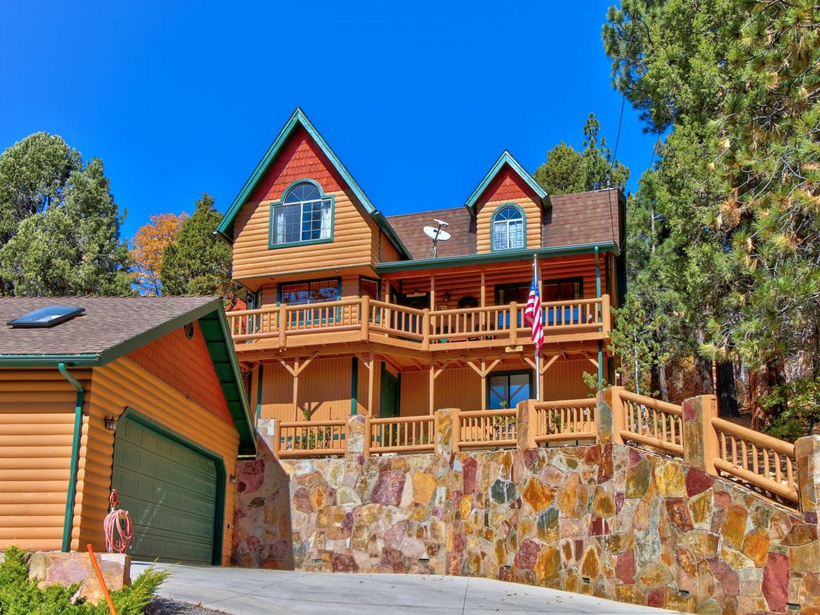Two story vacation cabin in Big Bear, CA with detached garage