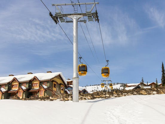 Gondola in Big White carrying passengers up the mountain
