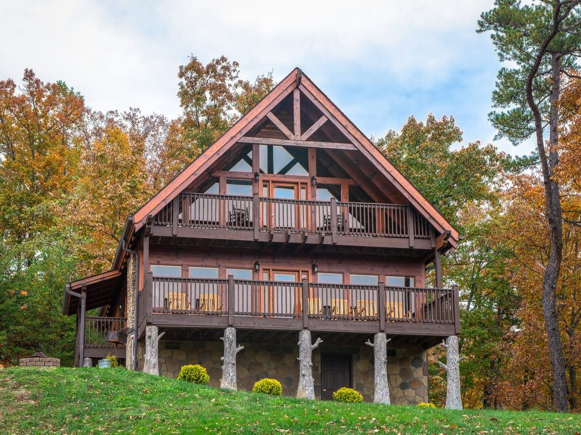 Blue Ridge Mountains cabin rental with two furnished decks in Sevierville, TN