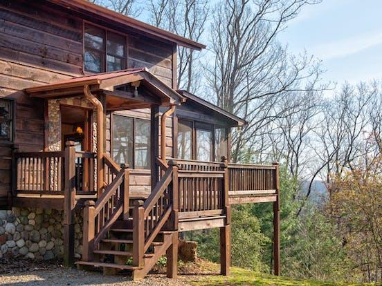 Exterior of vacation cabin in Blue Ridge, GA
