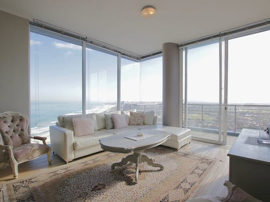 floor to ceiling windows of Cape Town apartment rental