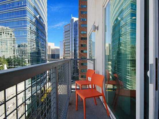 balcony of dallas, tx apartment rental