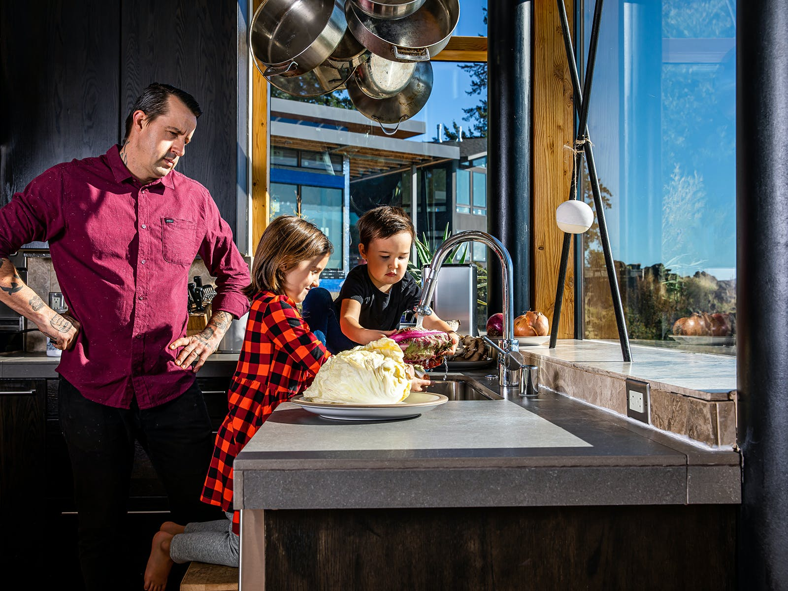 chef gabriel washing some radicchio with his kids