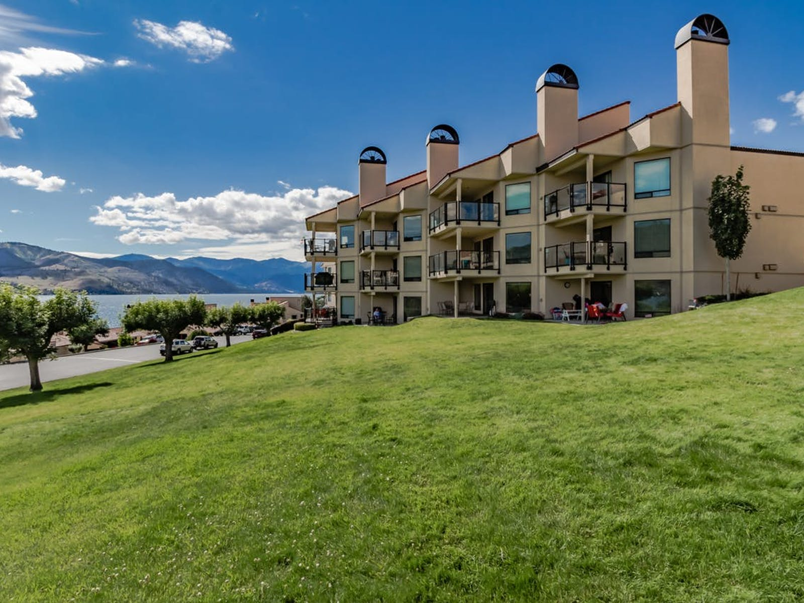 Chelan Shores vacation rentals with beautiful views of the lake