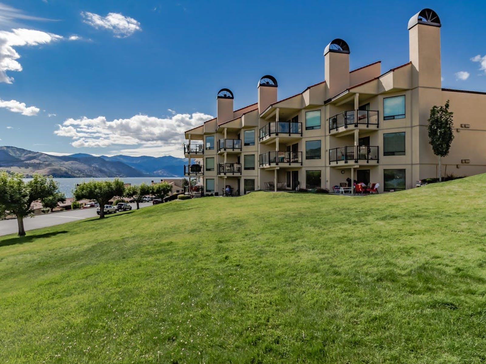 Chelan Shores vacation rentals with beautiful views of the lake