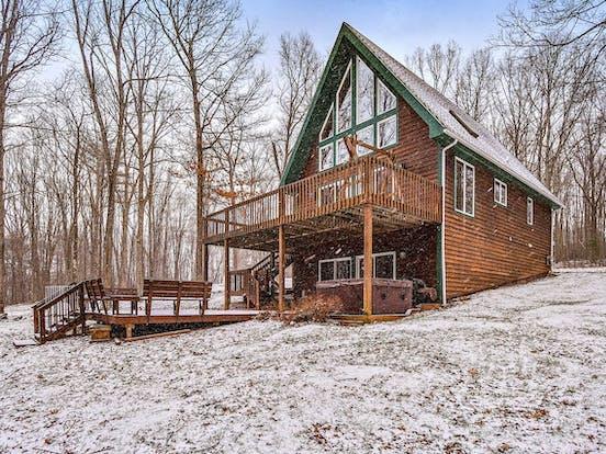 Snowy cabin rental surrounded in Deep Creek Lake