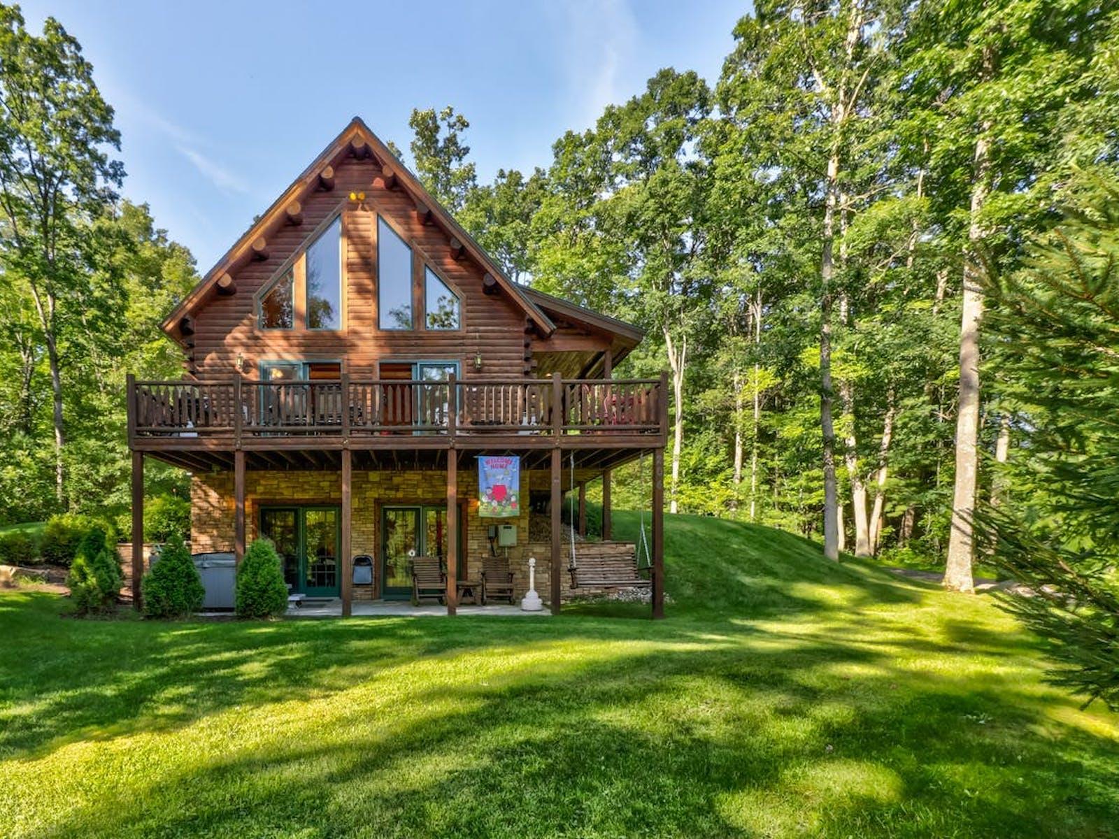 Cabin rental located in sunny Deep Creek Lake