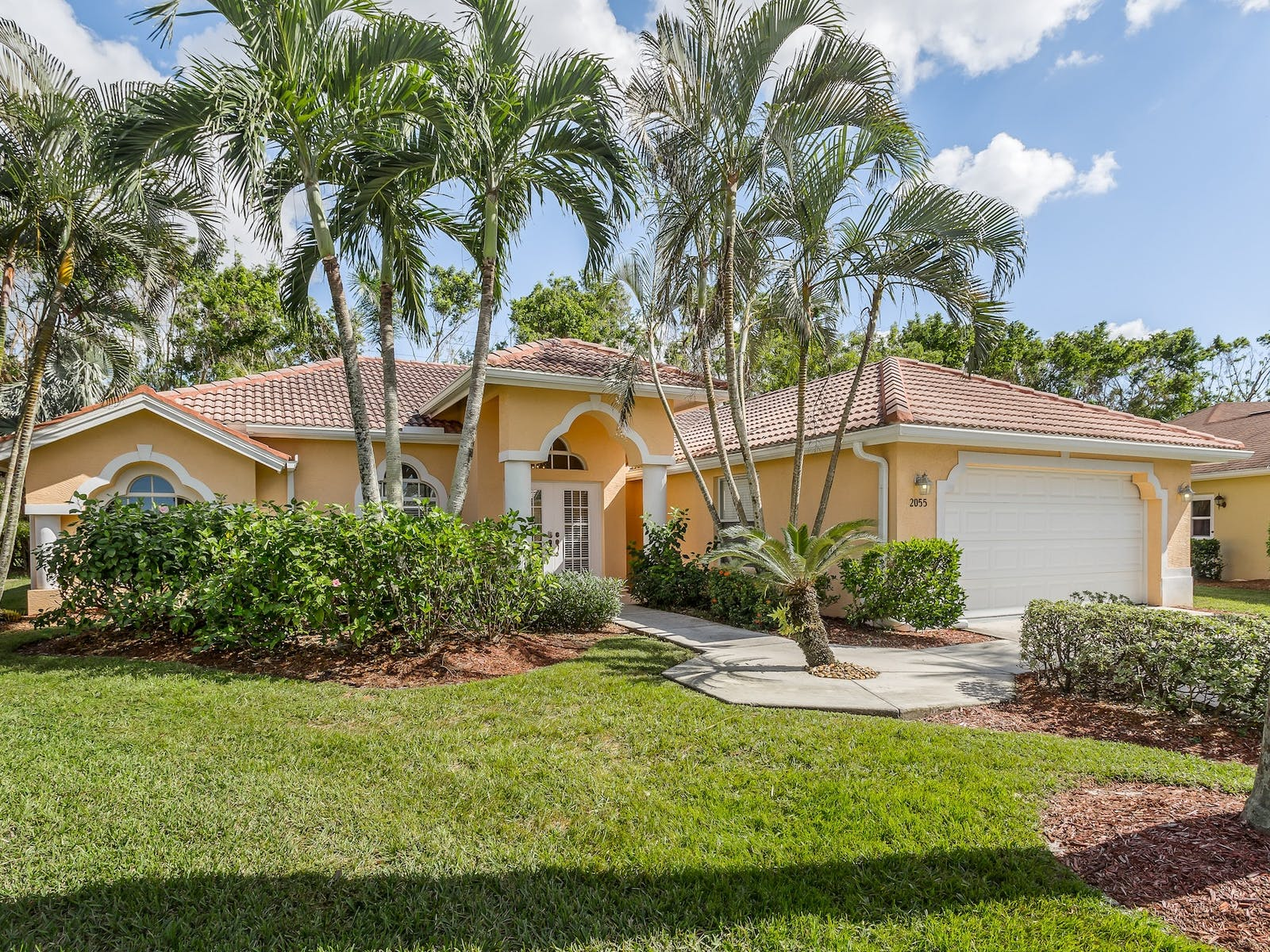 front yard of a vacation home in naples, florida
