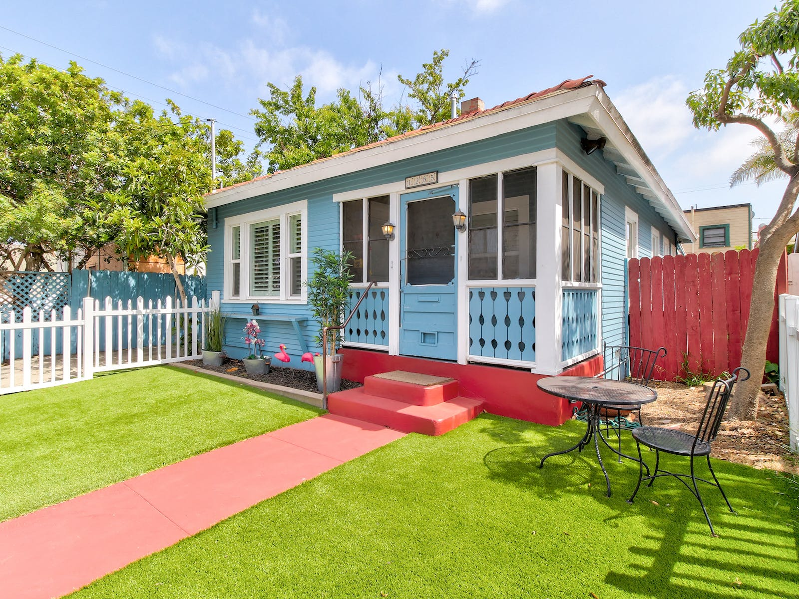 Blue and red vacation cottage located in San Diego, CA