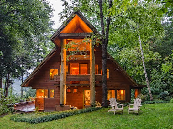 Warren, VT a-frame style vacation cabin with outdoor seating