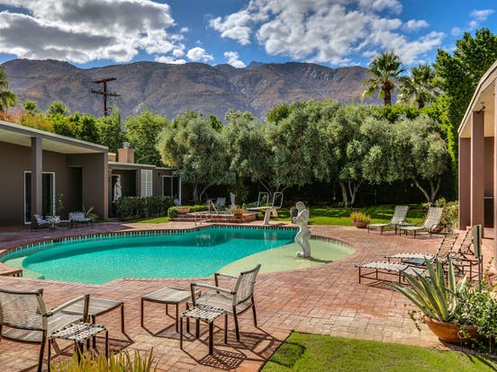 family reunion vacation rental with outdoor pool in california