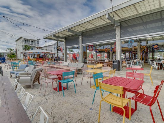 Charming shops and restaurants in Santa Rosa Beach, FL