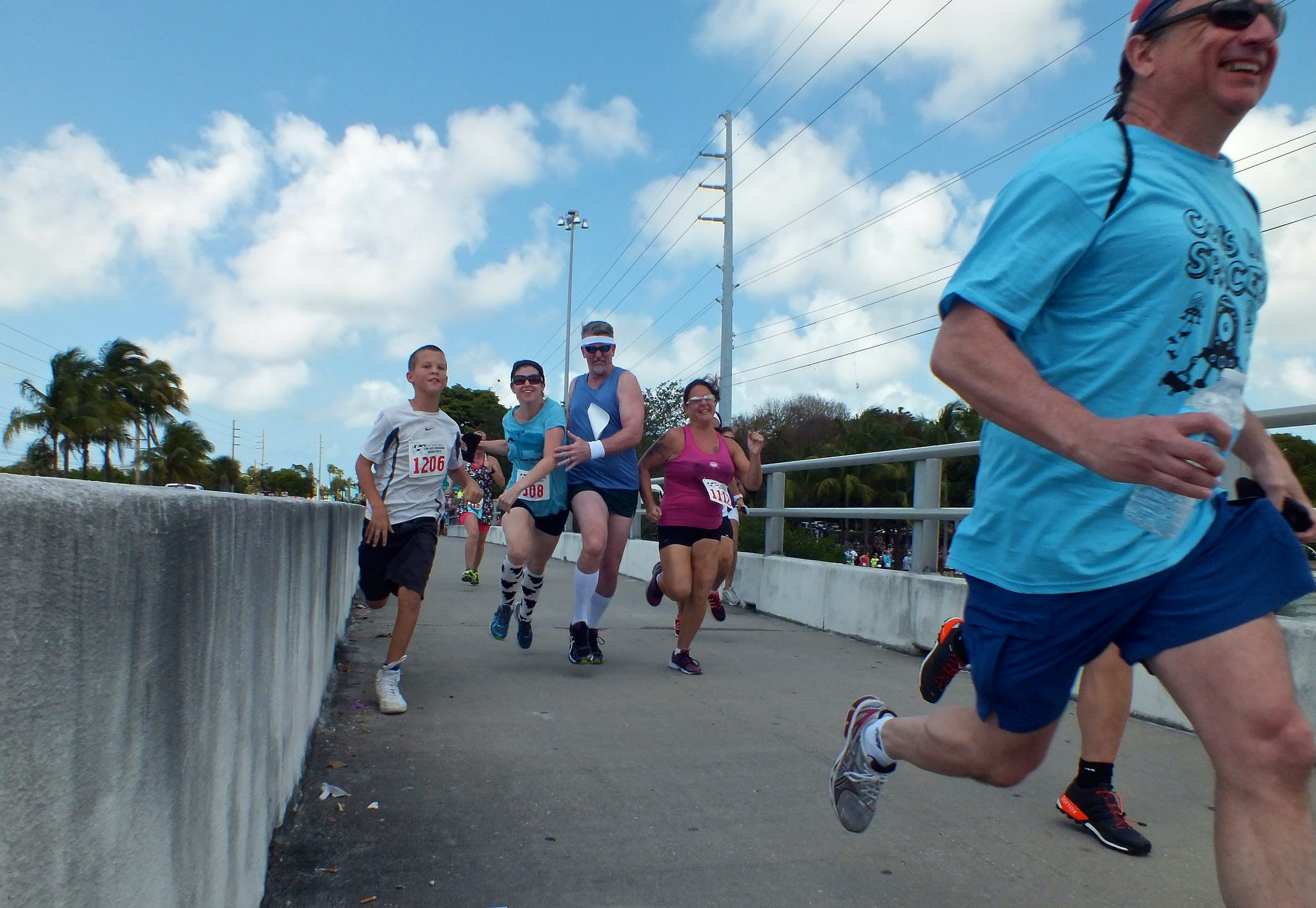 a family running in a florida keys race
