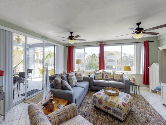 Key Largo vacation rental with ample sitting space, popcorn machine and patio
