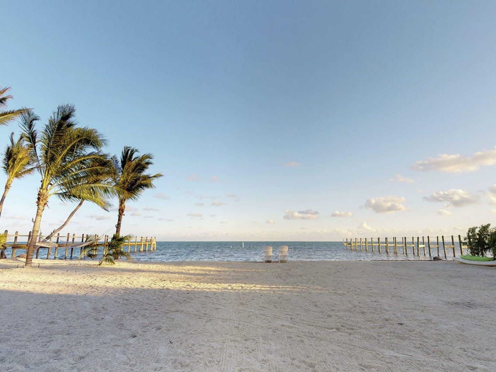 Beautiful sandy beach in Islamorada, Florida