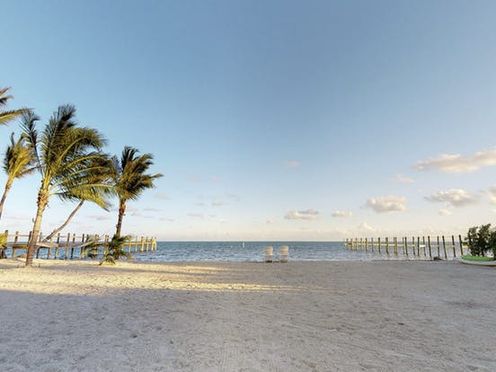 Beautiful sandy beach in Islamorada, Florida