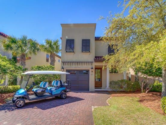 Vacation rental in Destin, FL with golf cart