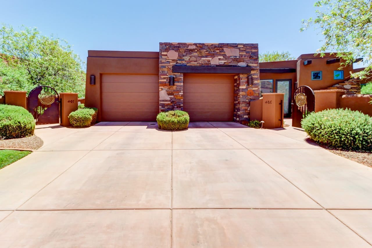 Vacation home in St. George, Utah with attached two car garage