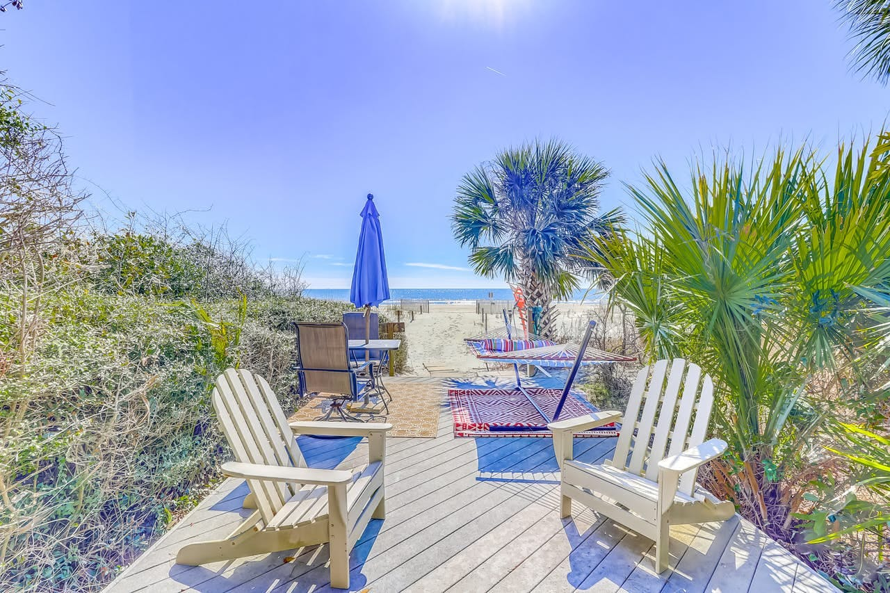 private entryway to the white sandy beach of Hilton Head