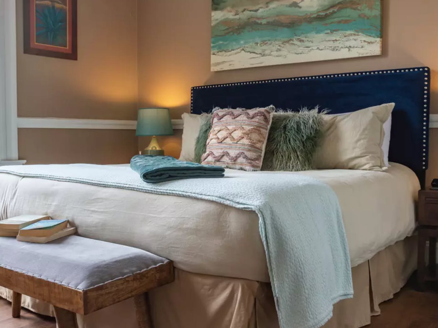 Vacation rental bedroom using hues of blue to accent the room