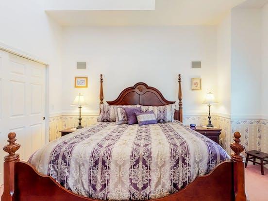 Bedroom inside Judith Ann Inn located in Ocean Shores, WA