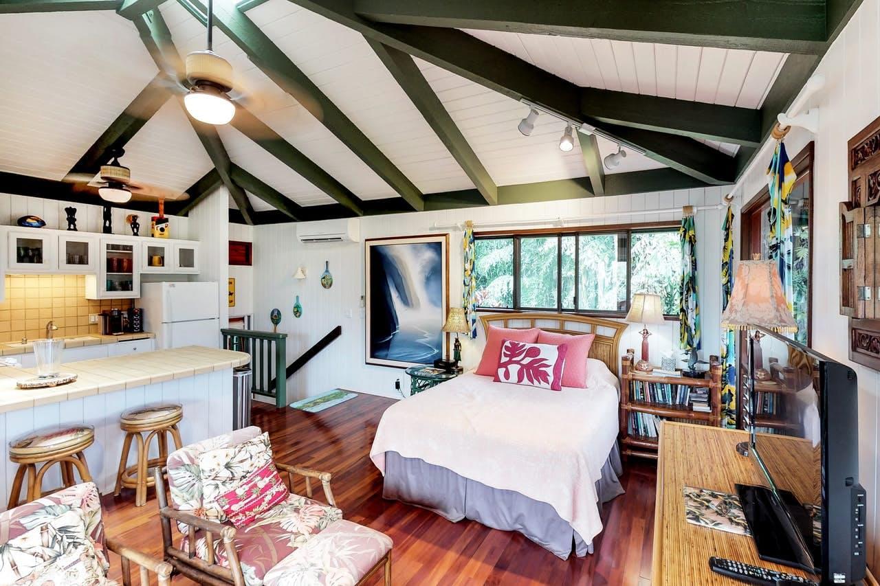 a studio apartment with Hawaiian decorations in kauai