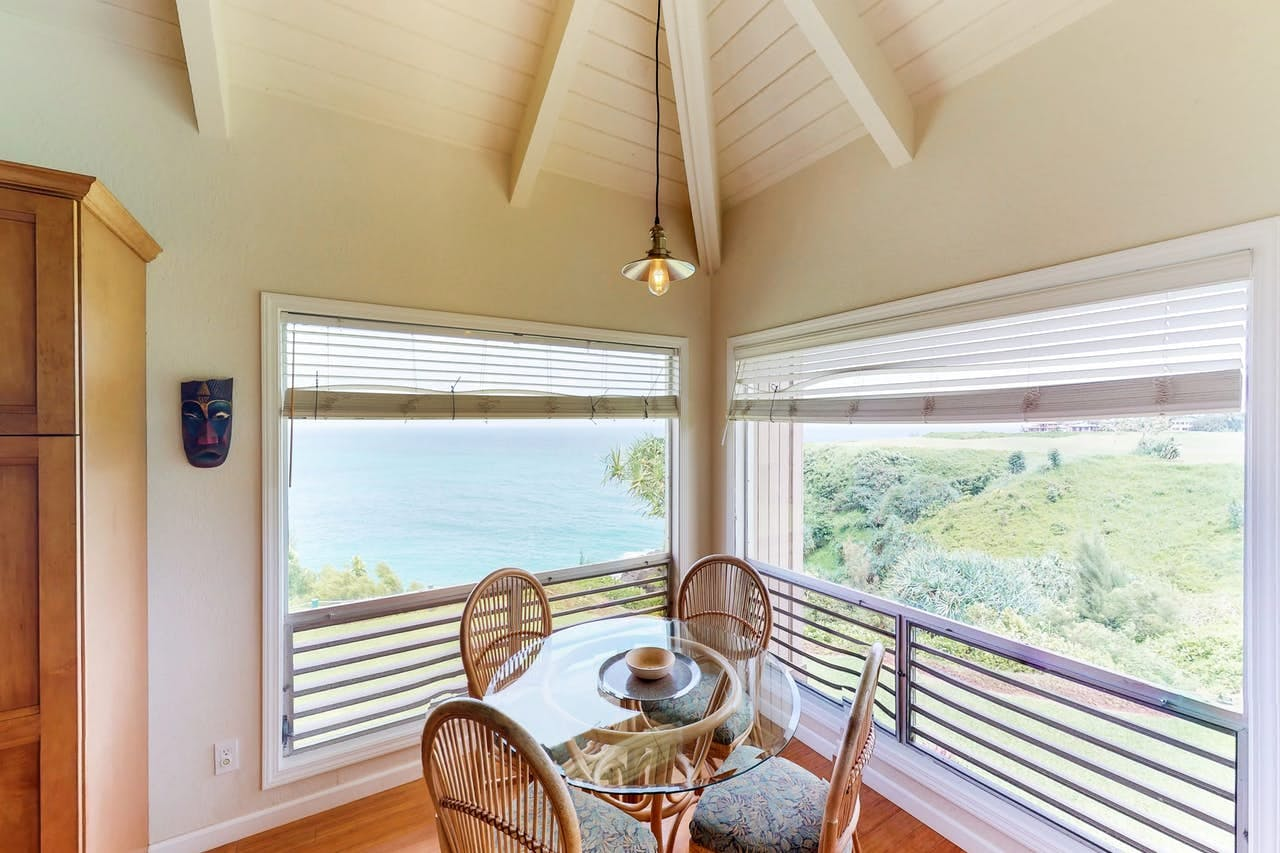 a dining room table in Princeville that overlooks the pacific ocean