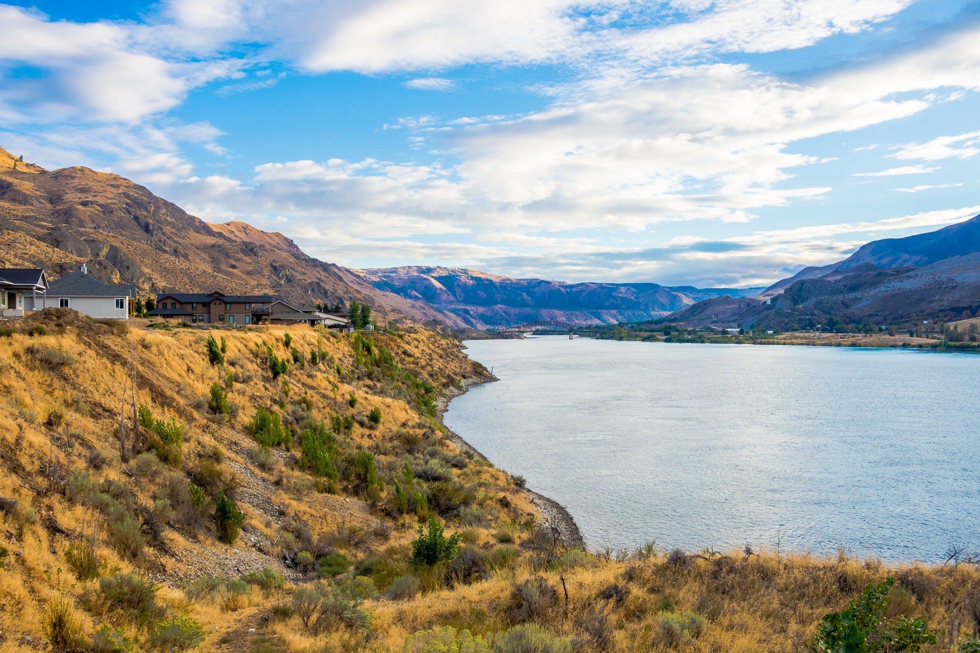 Lake Chelan located in Washington