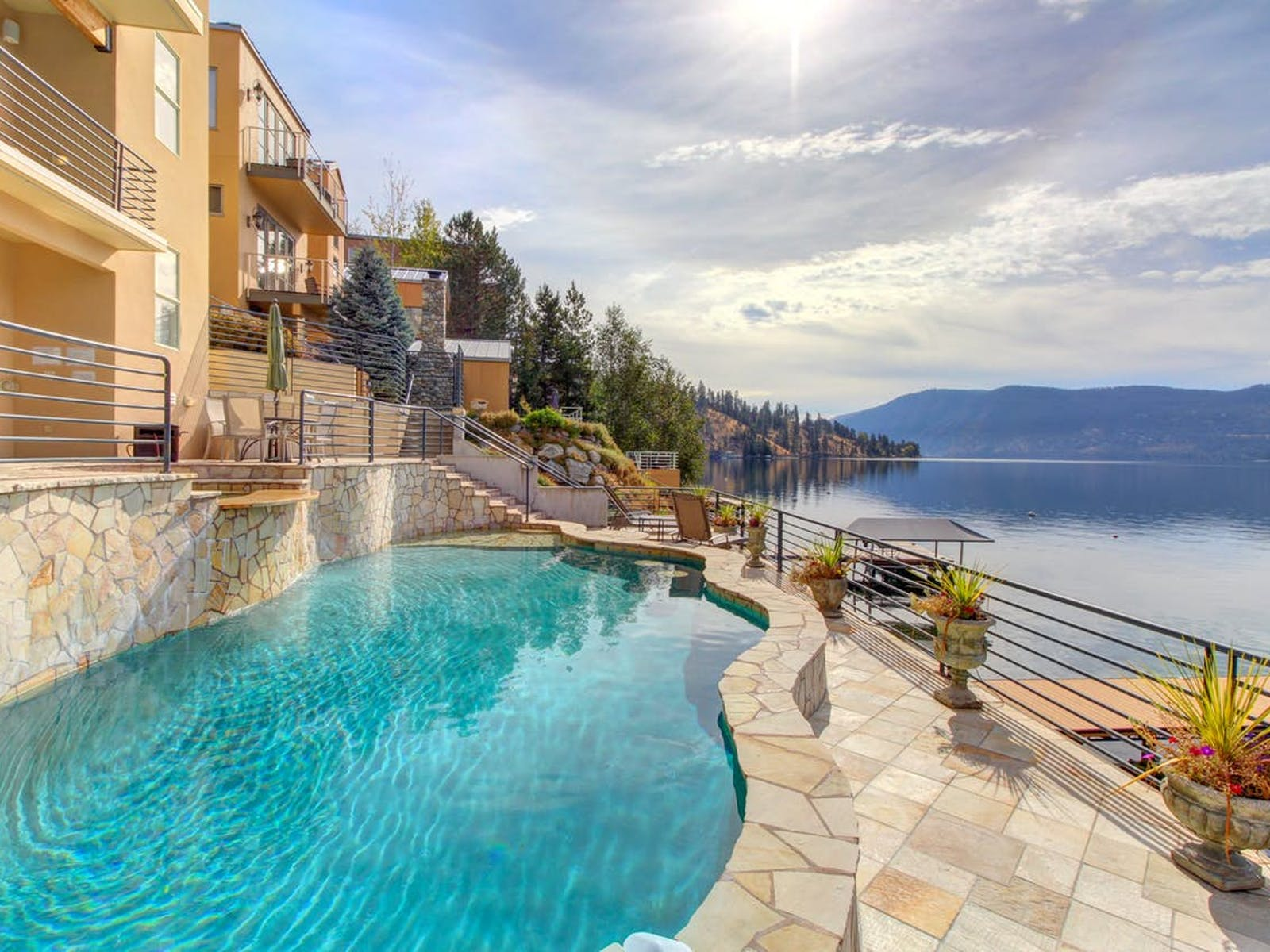 Lake Chelan waterfront vacation rental with a pool