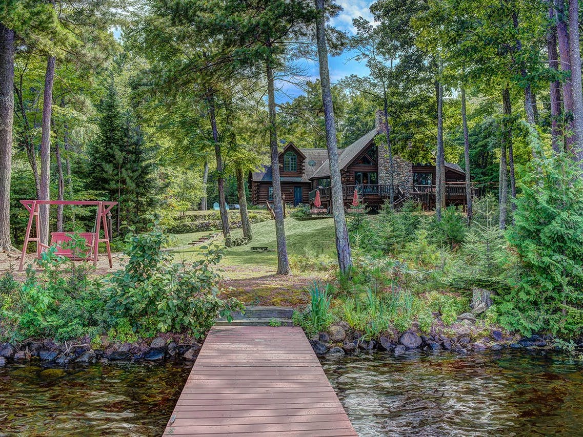 Wisconsin lakefront vacation rental with swing and dock