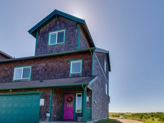 Beach house with turquoise accents located in Long Beach, WA