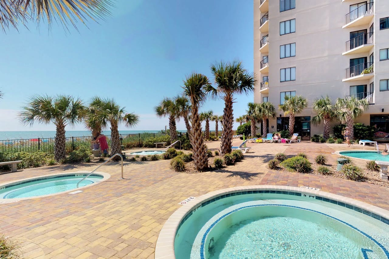Myrtle Beach vacation condos with shared outdoor pool and hot tubs