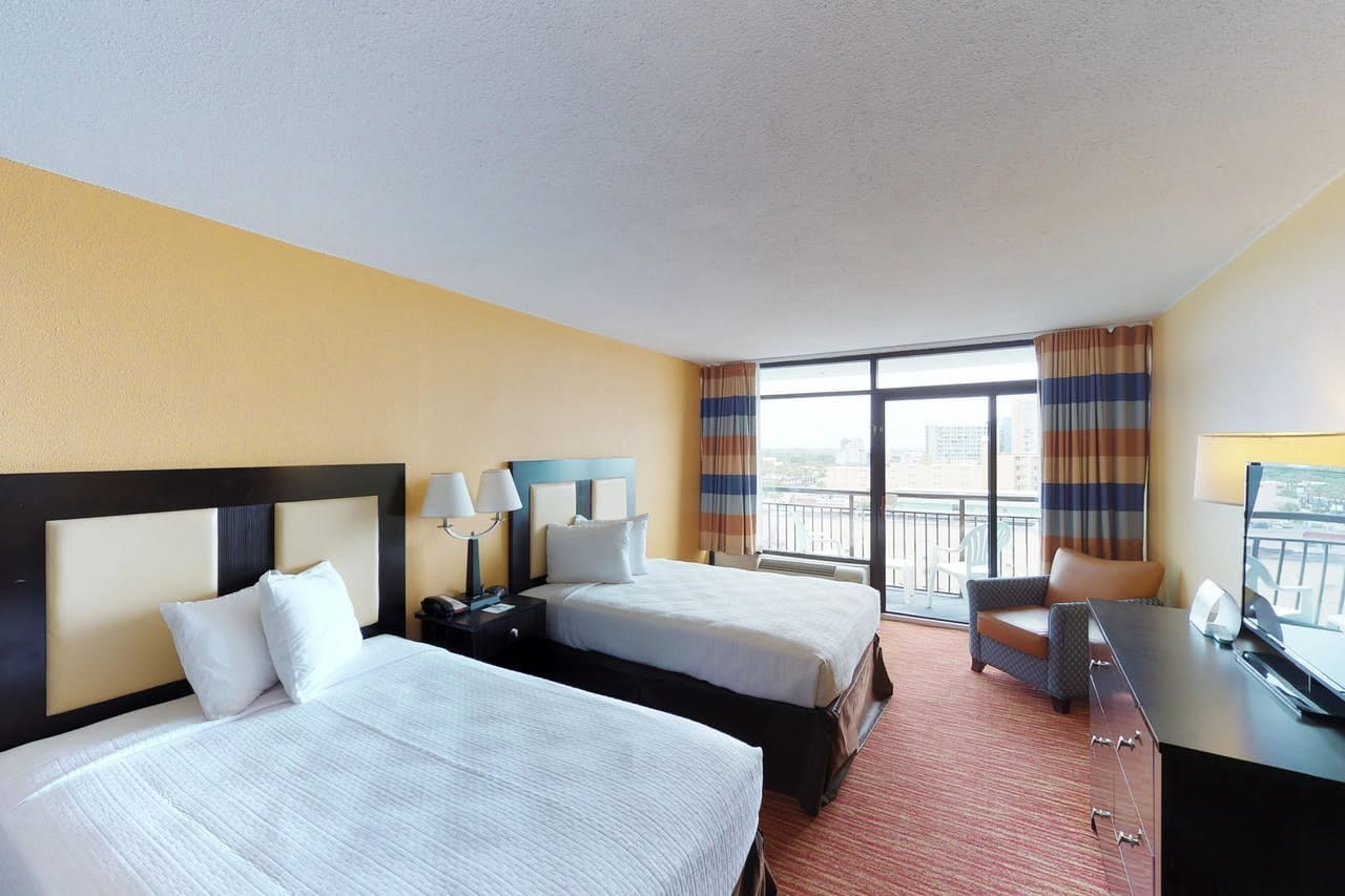 Oceanview studio condo with balcony and 2 beds located in Myrtle Beach, SC