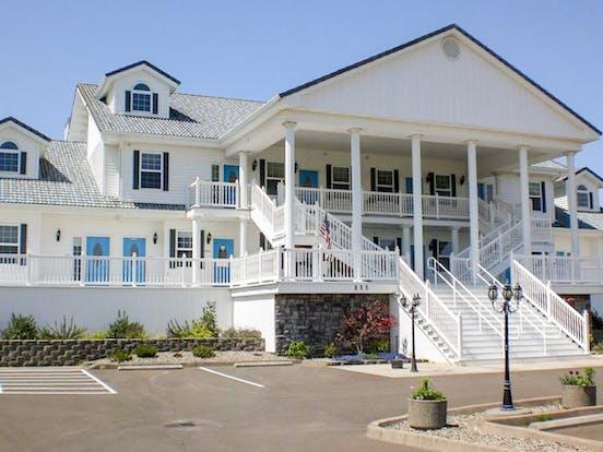 oceanfront Judith Ann Inn located in Ocean Shores, WA