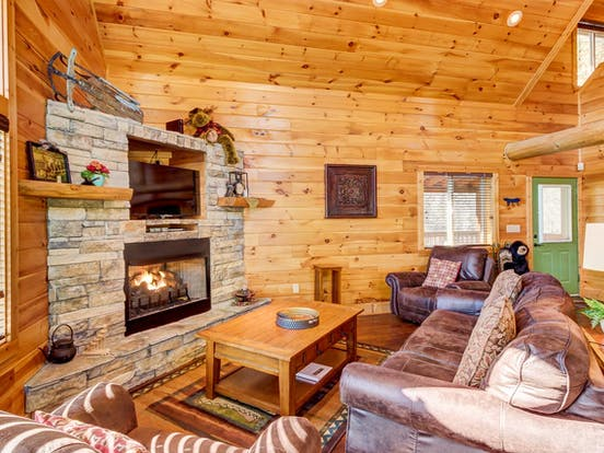 Tennessee cabin with cozy living space