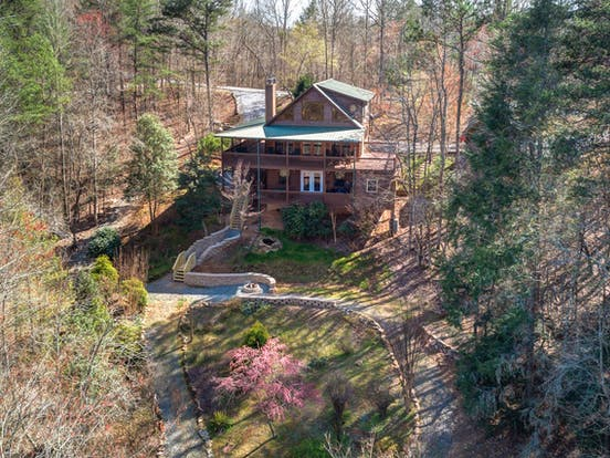 Mountain cabin rental near the Toccoa River