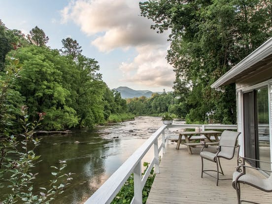 vacation rental deck overlooking a gorgeous river in the Blue Ridge Mountains