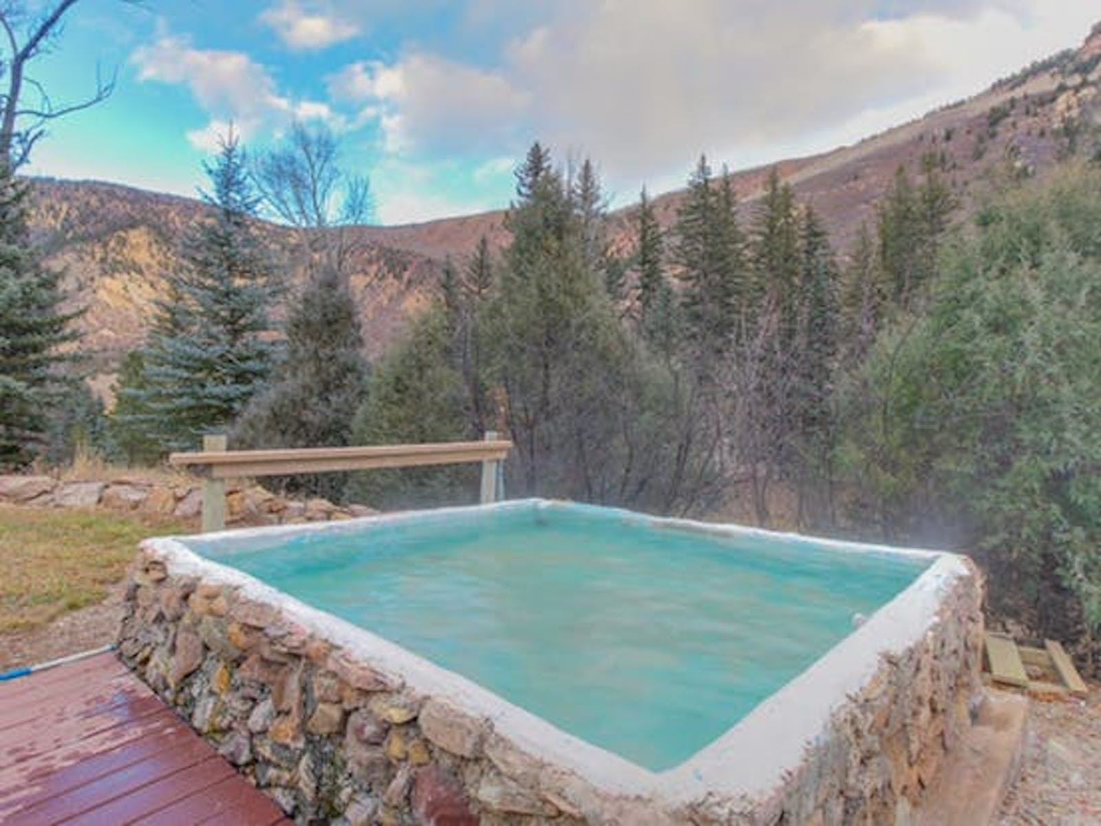 riverfront vacation rental in colorado with outdoor hot tub