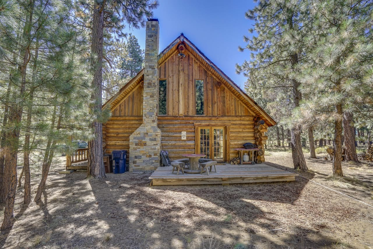 an exterior photo of Tollgate Log Cabin in Sisters, OR