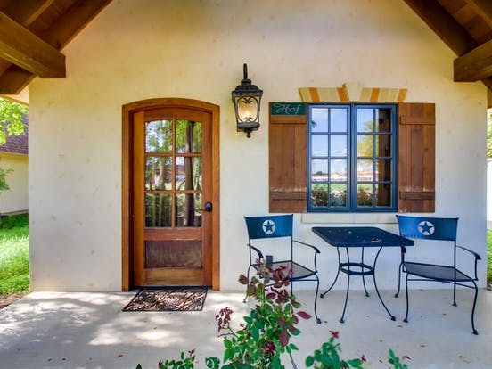 Private vacation cottage with outdoor patio table located in Texas Hill Country