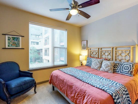 Queen bedroom of vacation rental located in Dallas, TX