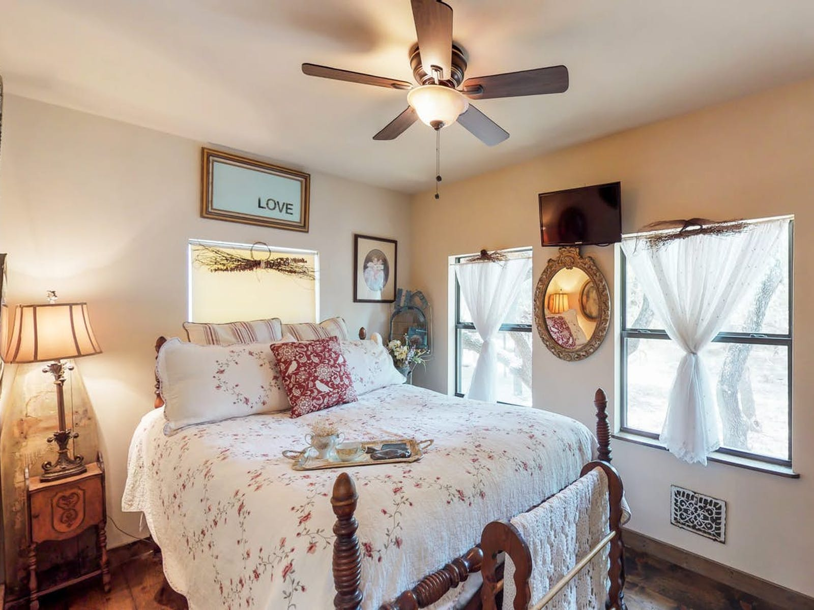 Vacation rental bedroom in Texas